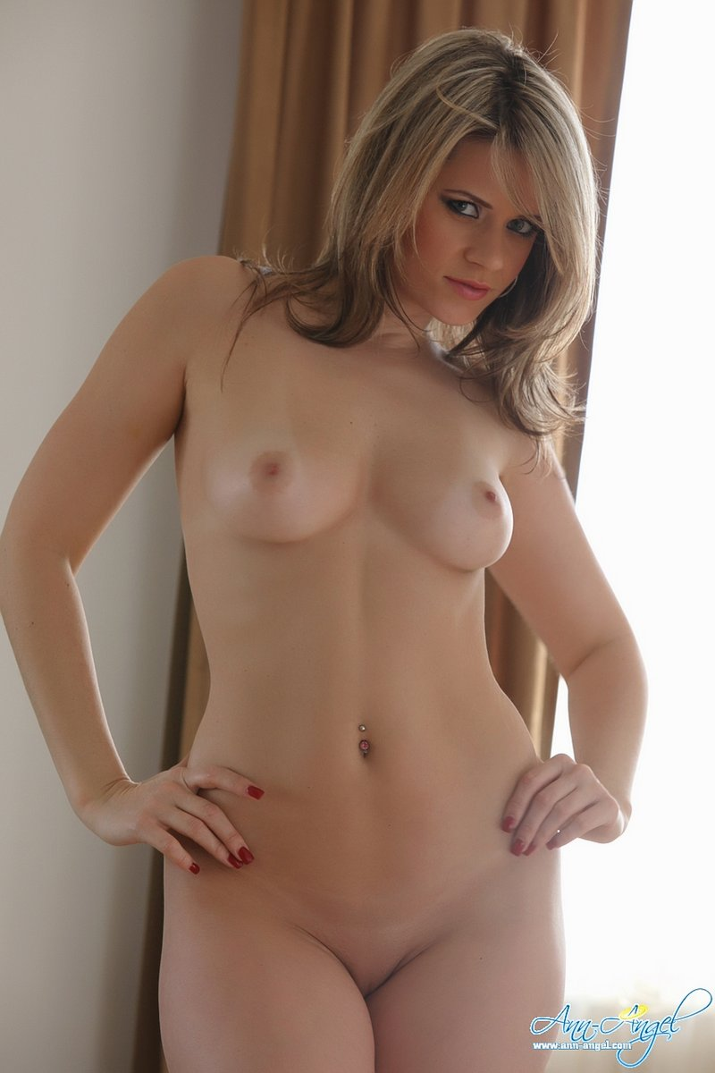 Full naked girl hip-8322
