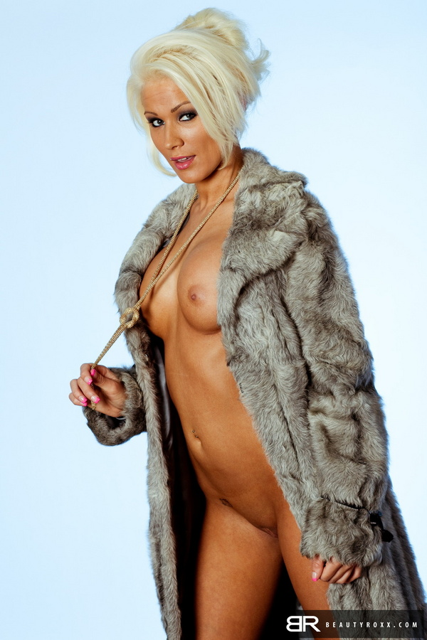 Women with fur clothing porn — 5