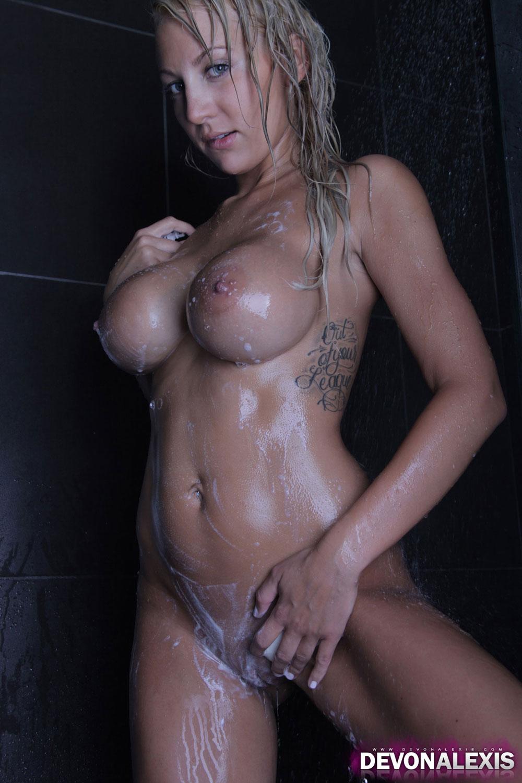 Cum shot video. girl. shaving.cock.com queen
