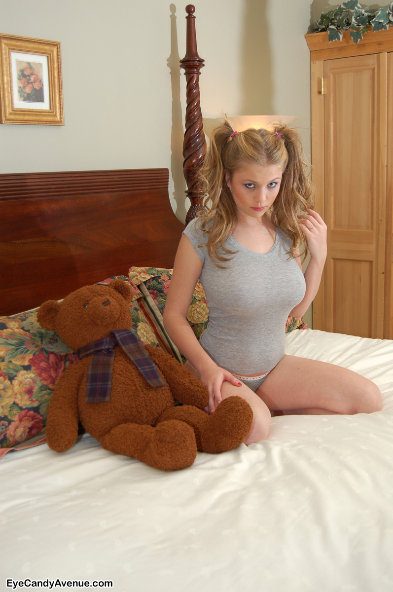 girls with huge pigtails naked