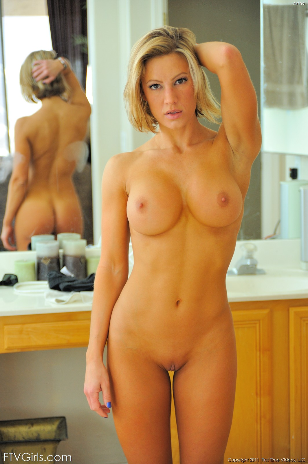 Finest Naked Babe Workout Scenes