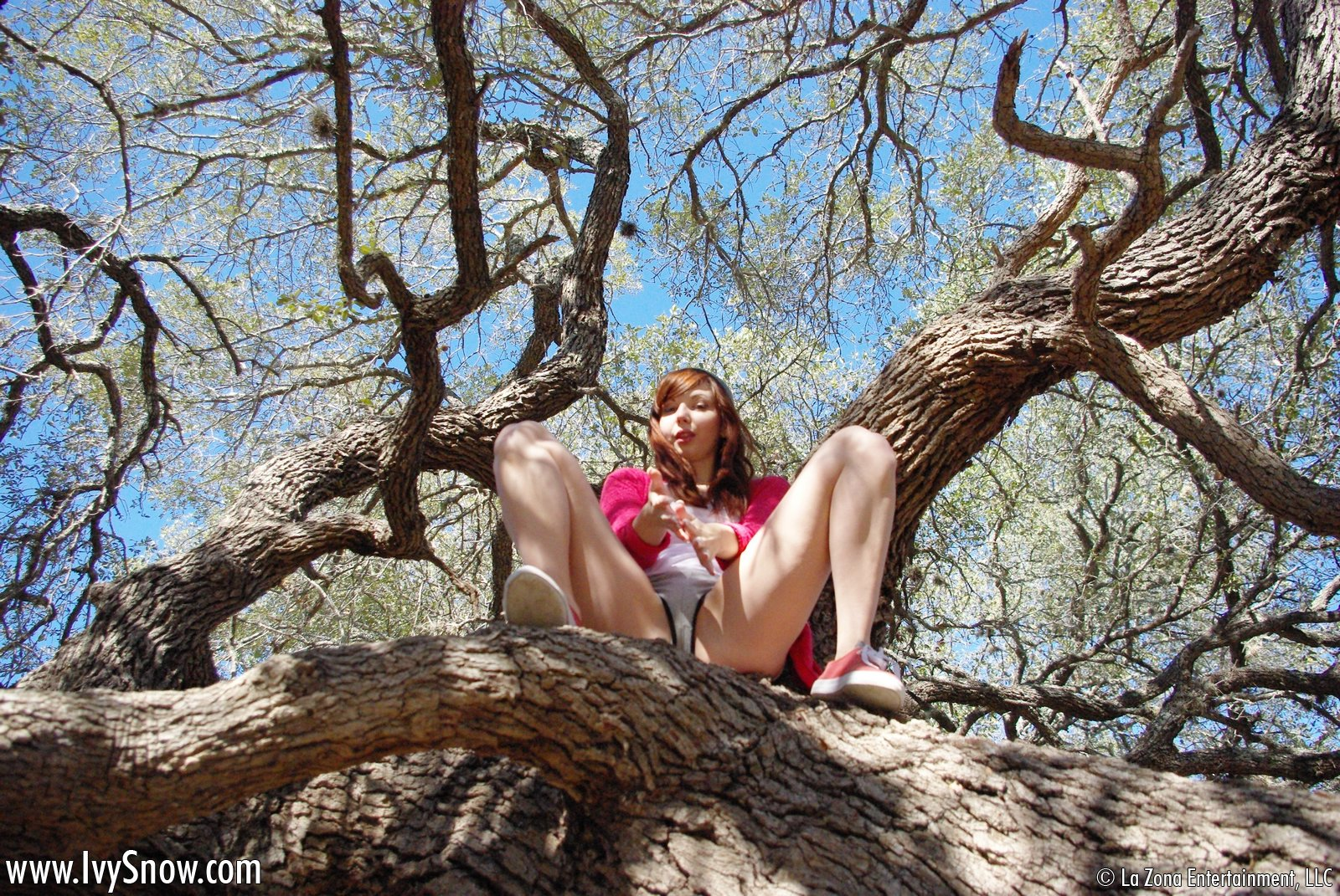 Ivy Snow tree hugger @ GirlzNation.com