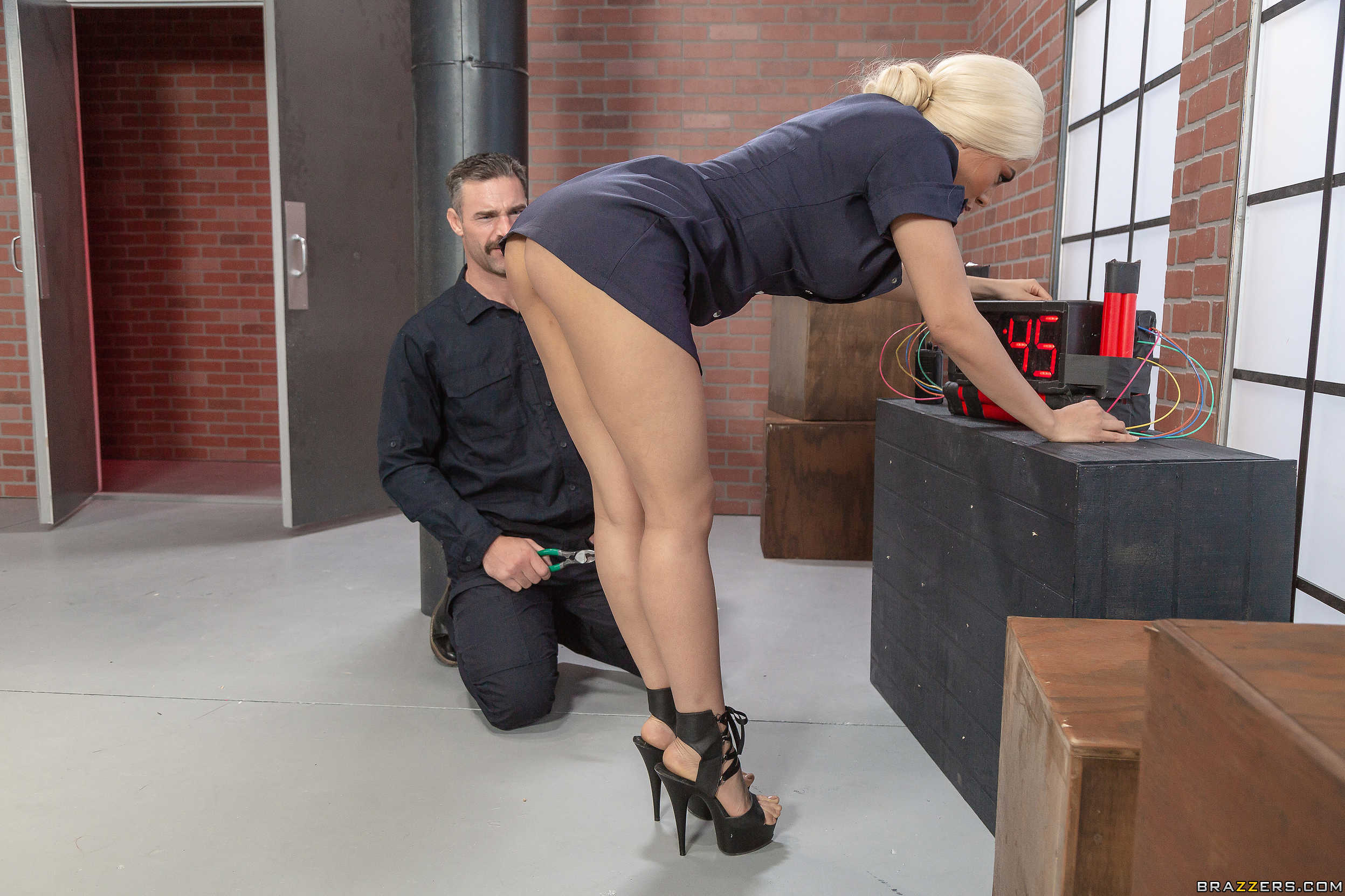 A cock in her ass is nor enough 6