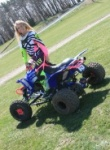 Madden quad makes an appreach again and this cutie knows how to give the thing a good ride and get dirty at the same time, her friend has a pretty hot body also