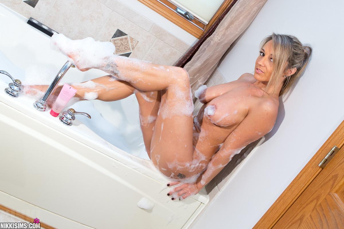 Bubble bath sims nikki