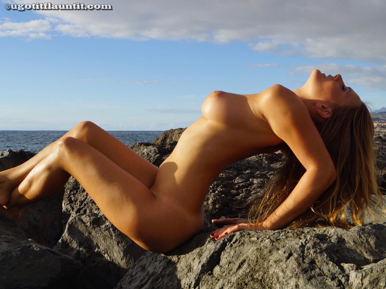 u got it flaunt it sophie topless girlznation