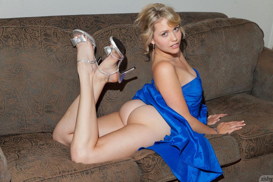 Blonde mistress poo on her slave